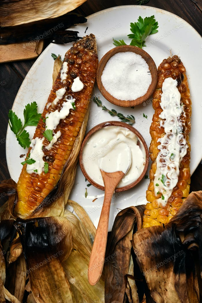 Grilled corn with herbs and sauce