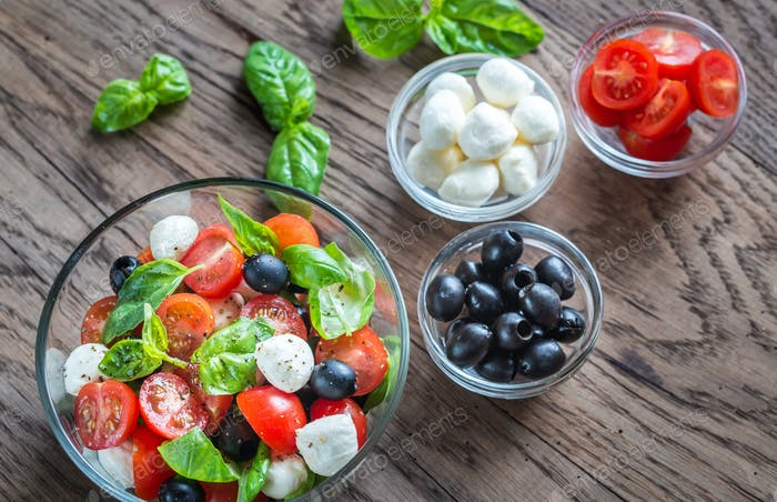 Salad with tomatoes, olives, mozzarella and basil