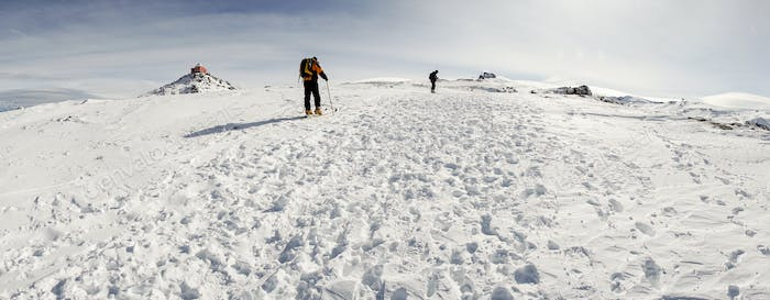 People doing cross-country skiing in Sierra Nevada