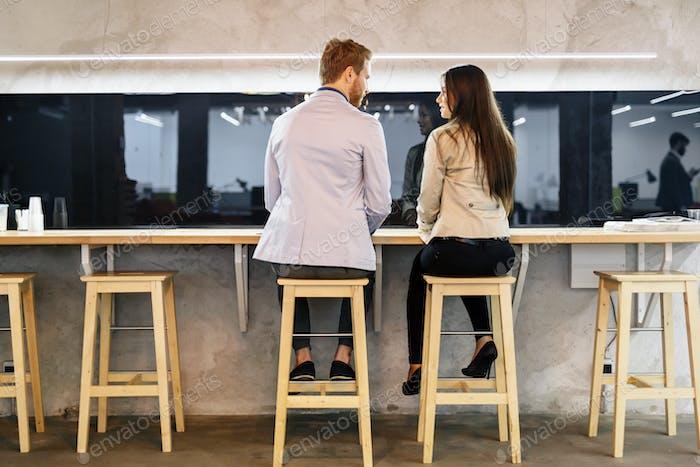 Знакомства пару в баре