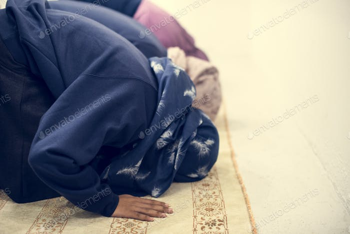 Muslim people are praying