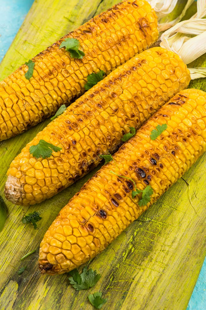 Grilled corn with pesto and coriander