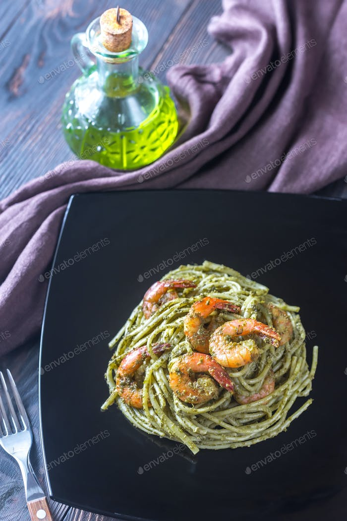Pasta with shrimps and pesto sauce