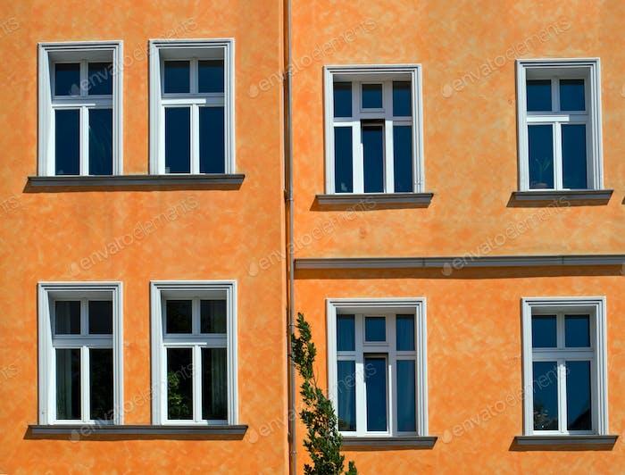 Orange Fassade