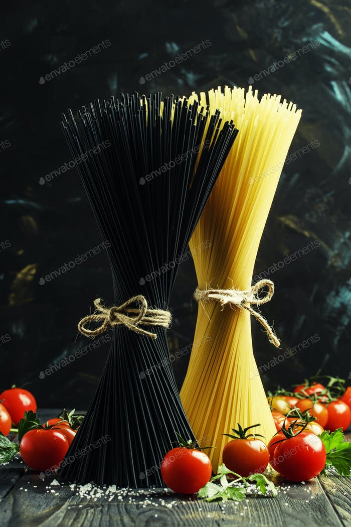 Uncooked spaghetti with tomatoes