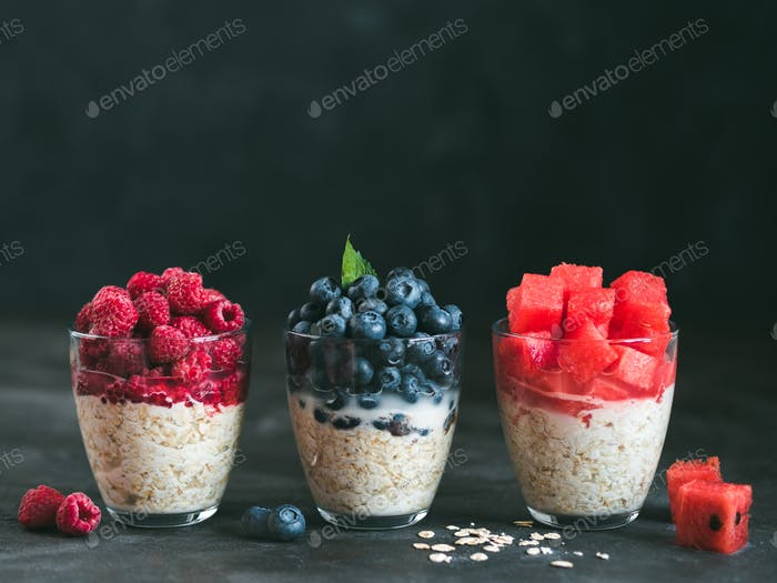 overnight oats with berries