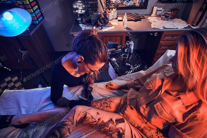 Process of makining new tattoo at tattooing salon