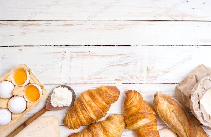 Croissants, Baguette, Mehl, Eier Hintergrund