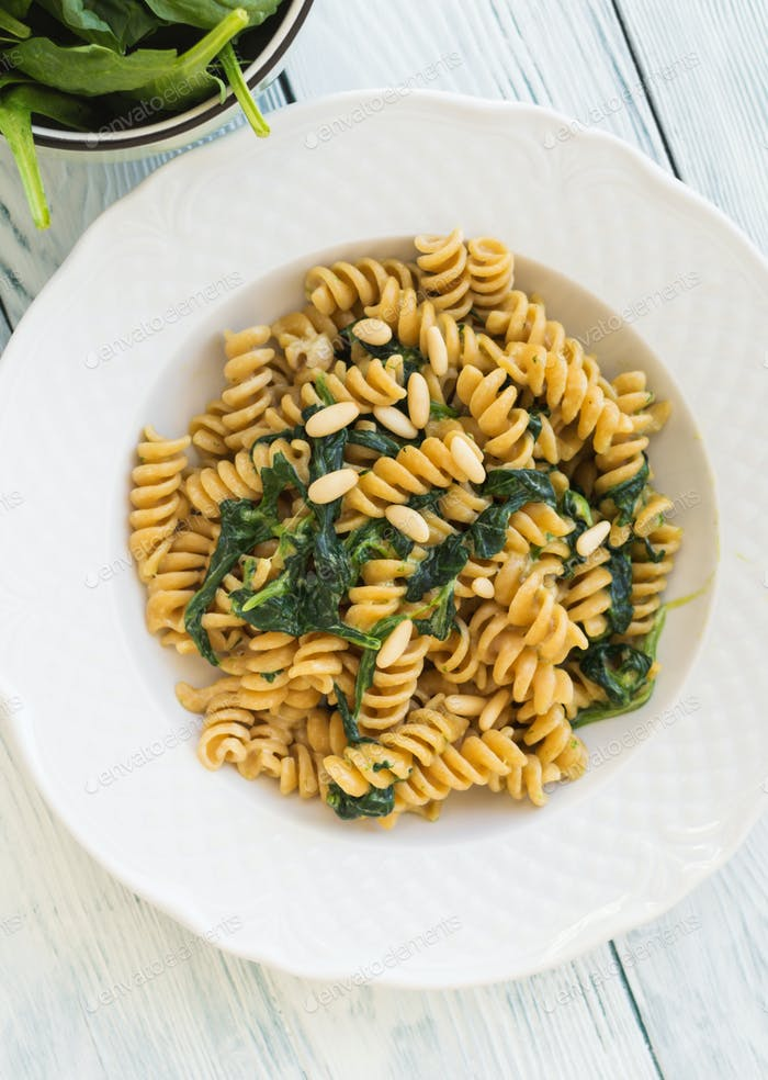 Whole grain pasta with spinach and pine nuts