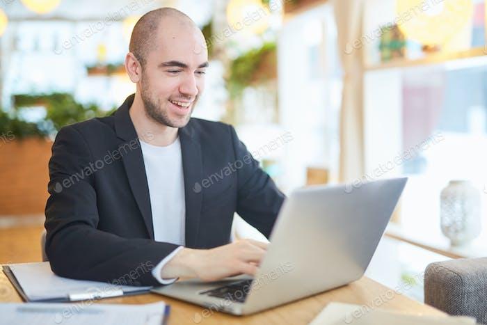 Общение в чате на компьютере