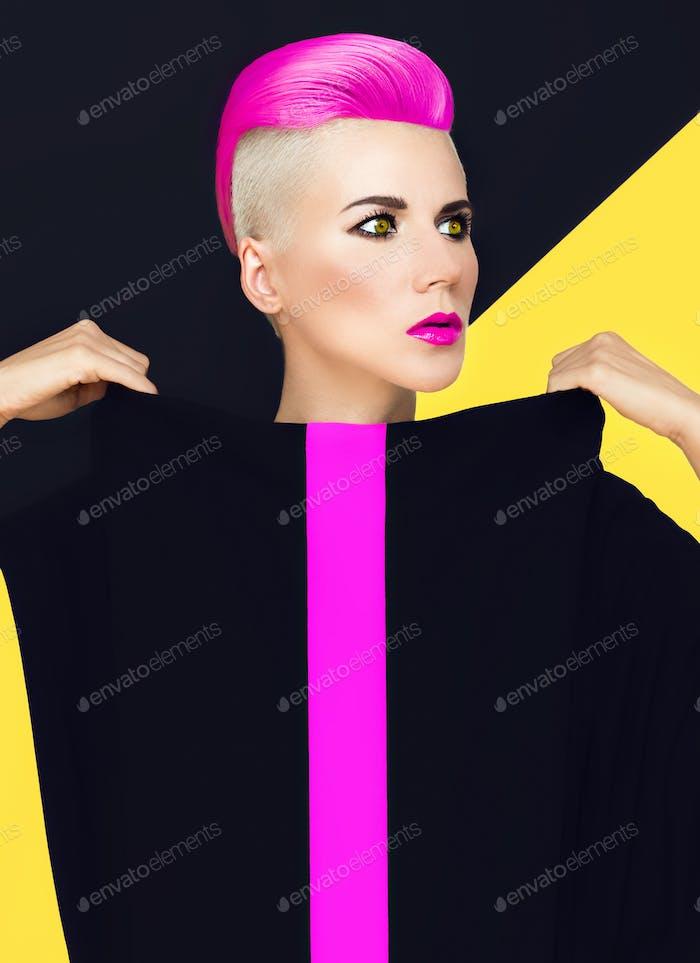 Exklusives Mode-Foto. Modell mit trendigen Frisur. farbige ha