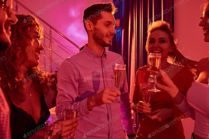 Menschen genießen Private Party