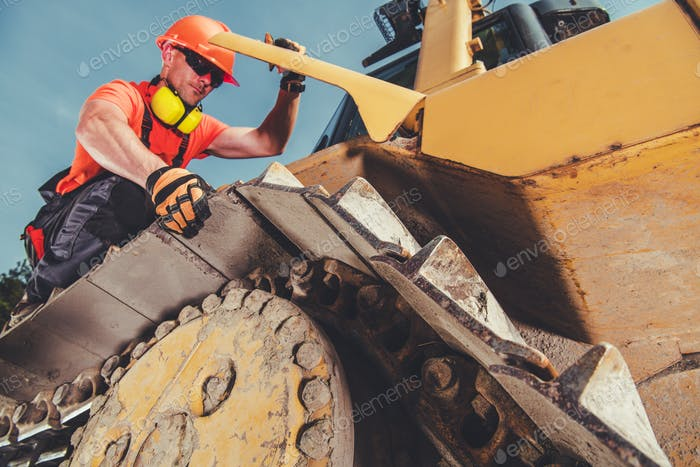 Heavy Equipment Mechanic Job