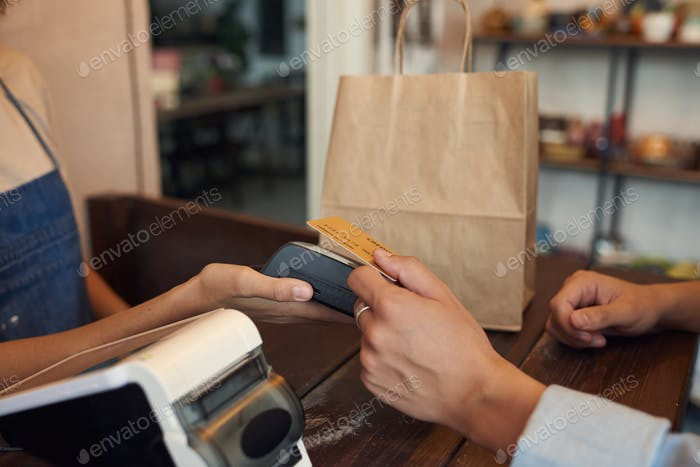 Paying With Wireless Card In Shop