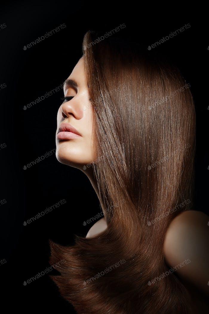 Profil von young brunette