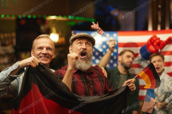 Deutsche Fans haben Spaß in der Bar