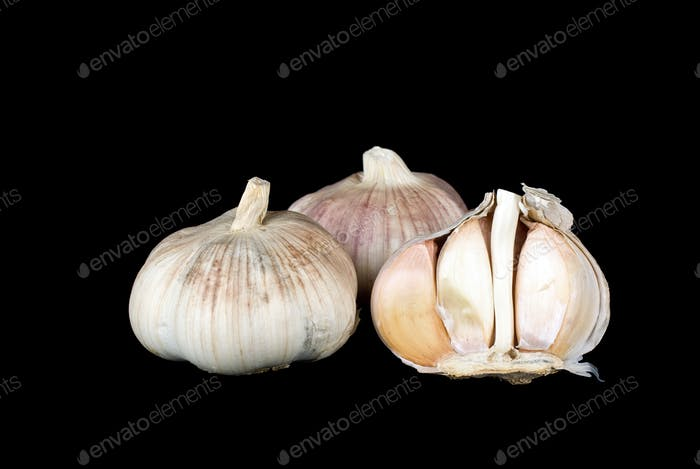 Garlic bulbs whole and half