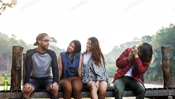 Menschen Freundschaft Hangout Reiseziel Camping Konzept