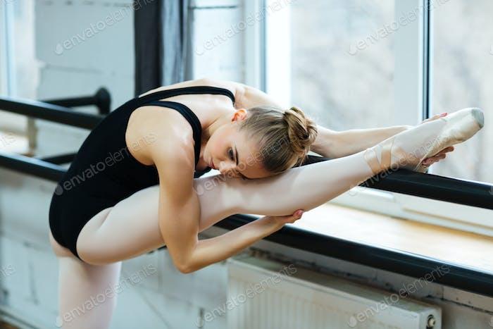 Ballerina resting leg
