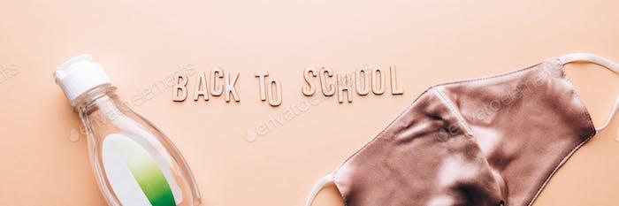 Zurück zur Schule mit Gesichtsmasken und Desinfektionsmittel