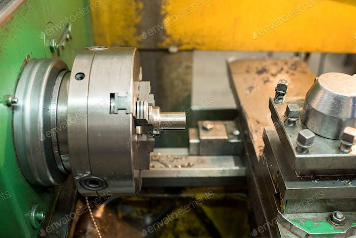 Processing detail on milling lathe