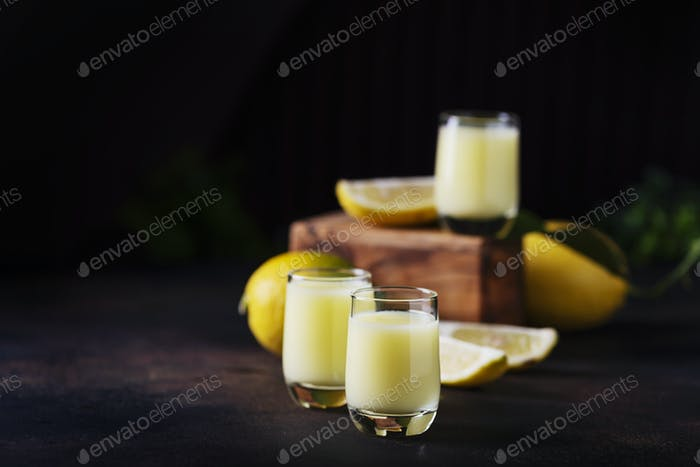 Liquore with lemon and cream