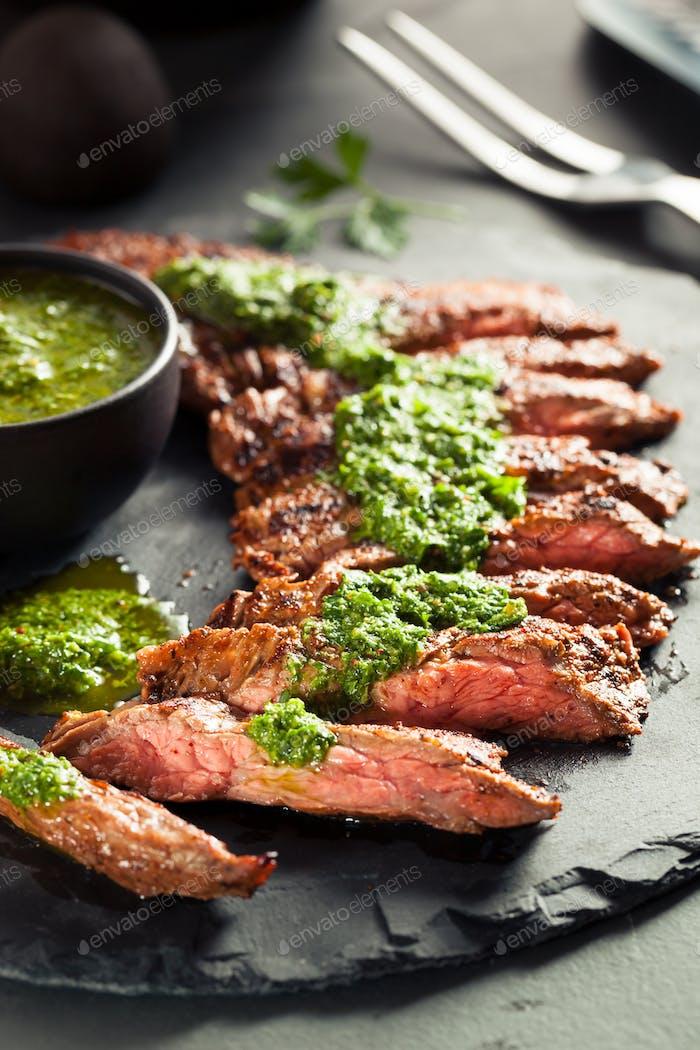 Hausgemachte Gekochte Rock Steak mit Chimichurri
