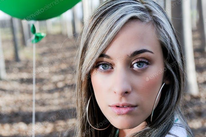 Портрет красивая блондинка девушка