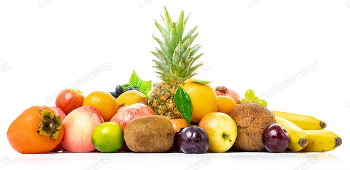 tropische Frucht isoliert auf einem weißen Hintergrund