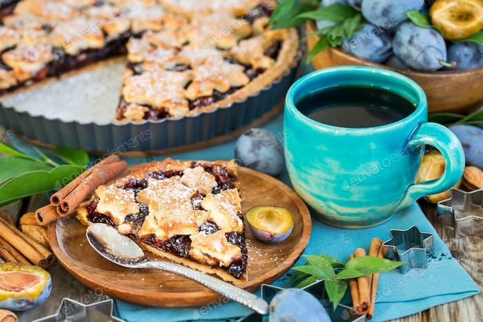 Pflaumenkuchen mit Zimt und Mandeln