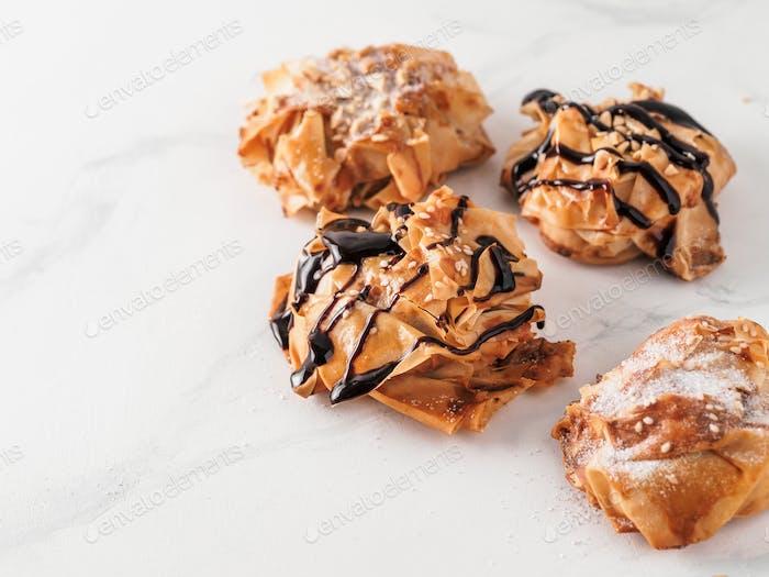 Erdnussbutter und Gelee Phyllo Donuts