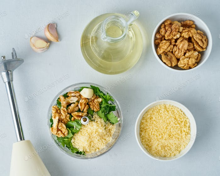 Step by step recipe. Pesto pasta, bavette with walnuts,