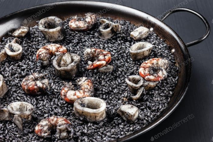 Black rice with sea food.