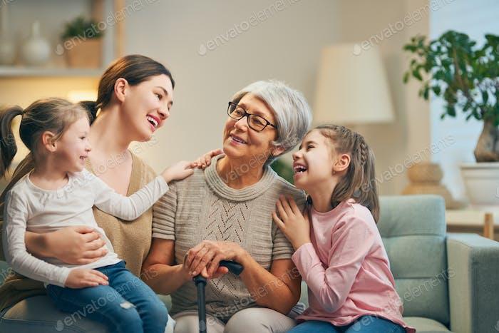 Mädchen, ihre Mutter und Großmutter