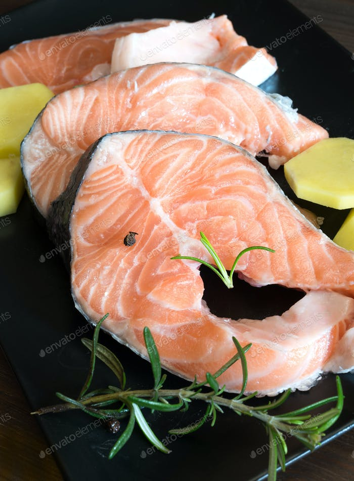 slices of raw salmon an
