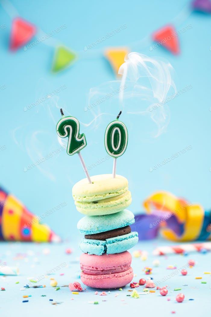 Geburtstagskarte zum 20. Geburtstag mit Kerze ausgeblasen in buntem M