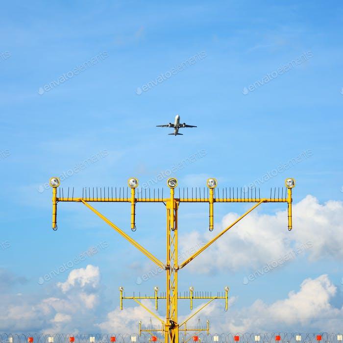 Airport approach landing direction light