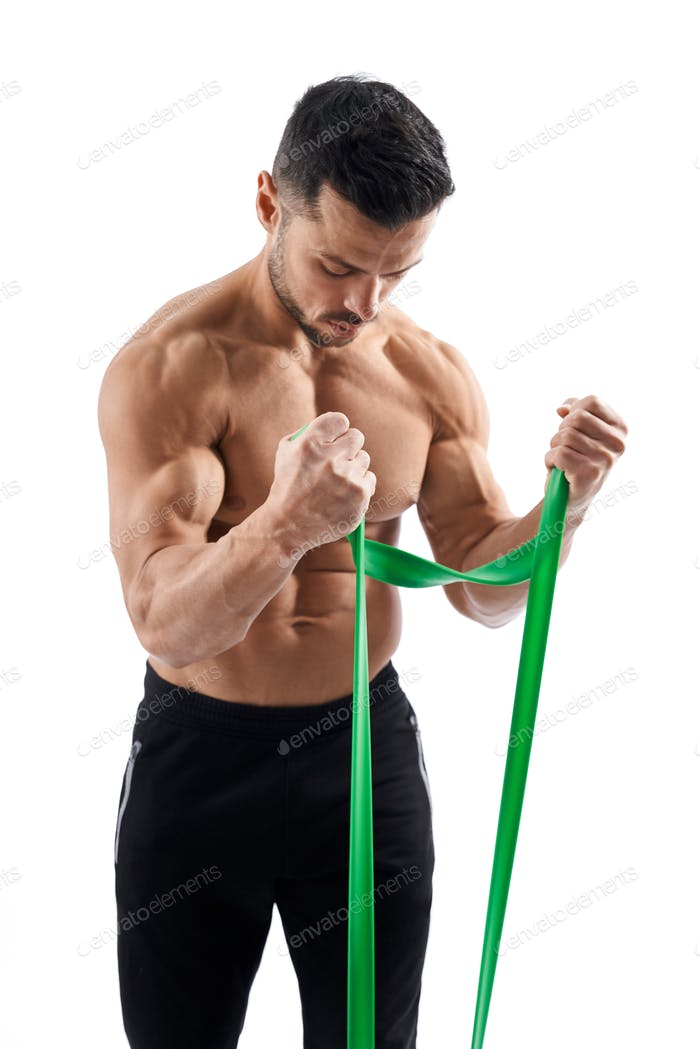 Bodybuilder training arms with resistance band