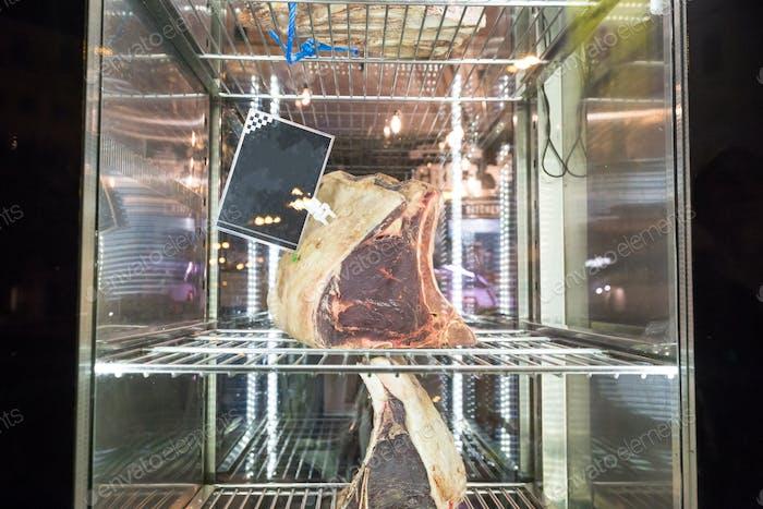 Exhibición de carne seca envejecida