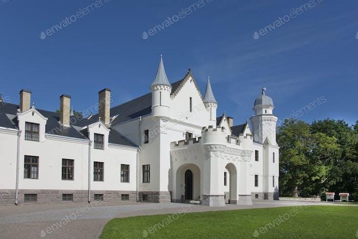 52585,Alatskivi Castle Exterior