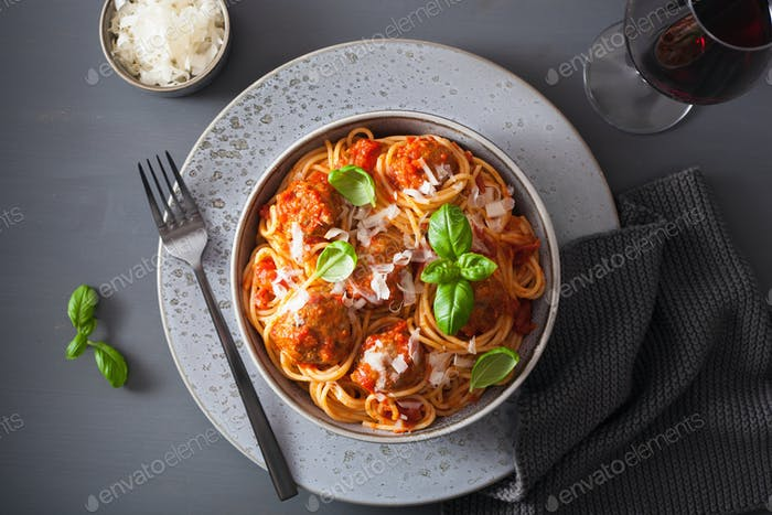spaghetti with meatballs and tomato sauce, italian pasta