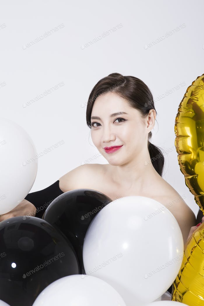 Asiatisches koreanisches Frauenmodell im Party-