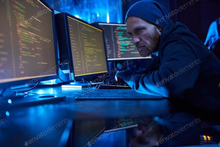 Hacker stehlen die Informationen