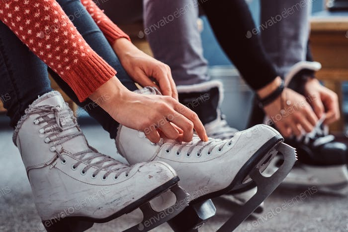 Young couple preparing to a skating