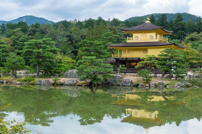 Goldener Pavillon (Kinkakuji) in Kyoto - Japan