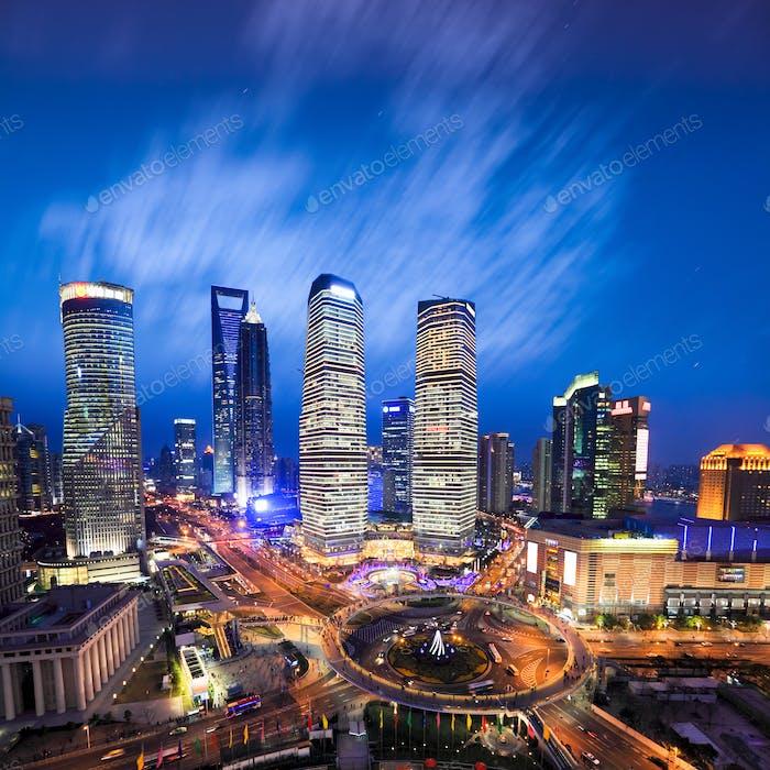 Luftaufnahme von Shanghai Skyline am Abend