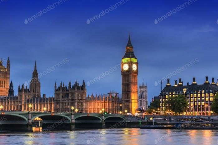 Big Ben und House of Parliament, London, Großbritannien, in der Abenddämmerung
