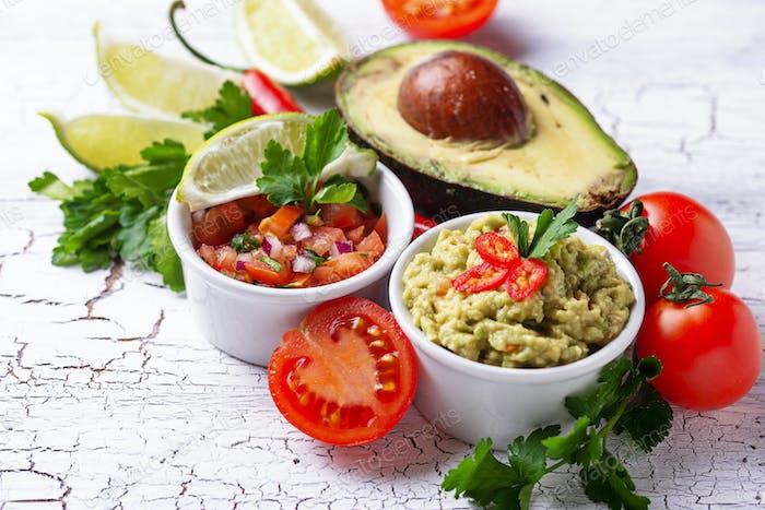 Guacamole und Tomatensauce Salsa