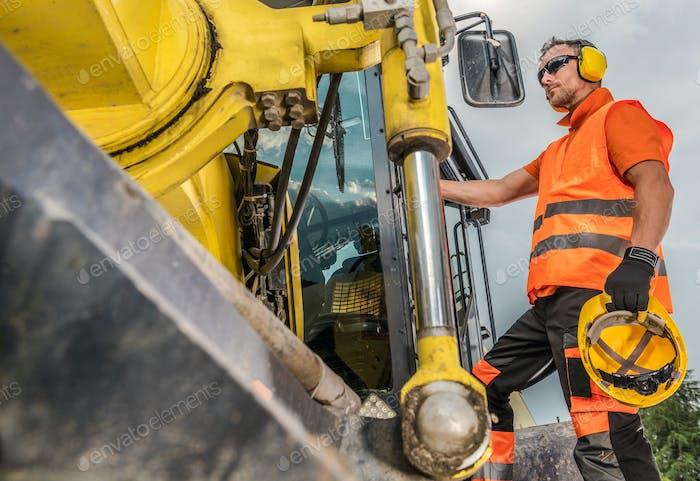 Heavy Duty Road Construction Machinery Caucasian Operator