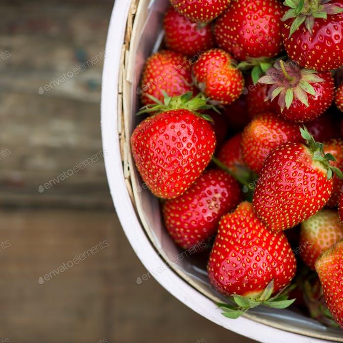 Erdbeere im Korb